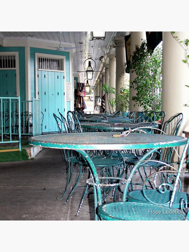 Tische und Stühle im French Quarter von Hope62