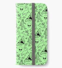 Cryptid-Muster (grüner Hintergrund) iPhone Flip-Case/Hülle/Skin