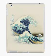 Die große Welle vor Kanagawa vom japanischen Ukiyo-e-Künstler Hokusai beige natürlicher Hiroshige-organischer beige Sahnehintergrundnaturmalerei HD HOHE QUALITÄT iPad-Hülle & Klebefolie