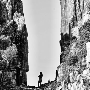 Girl in the chasm. by Ian17