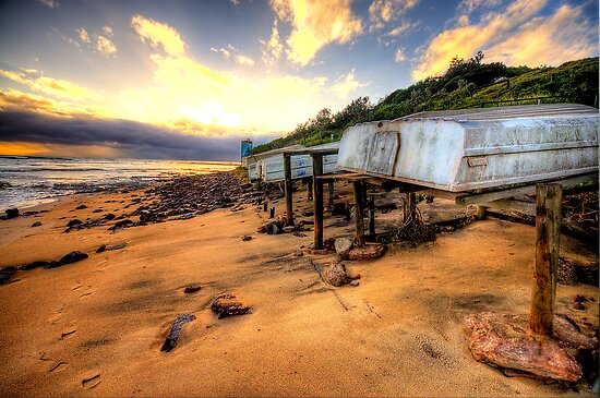 Old But Reliable - Long Reef, Sydney- The HDR Experience by Philip Johnson