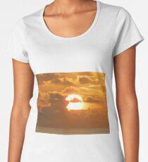 Rising sun over Ocean Women's Premium T-Shirt
