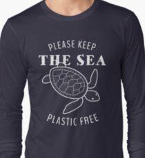 Please Keep the Sea Plastic Free - Turtle Long Sleeve T-Shirt