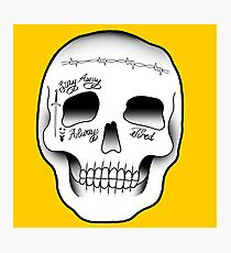 Lámina fotográfica Tatuaje del cráneo de Malone Post