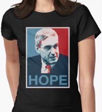 Robert Mueller HOFFNUNG Tailliertes T-Shirt für Frauen