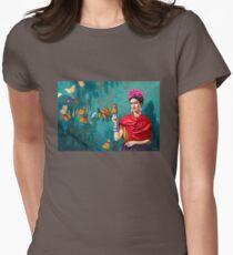 Frida Kahlo-Selbstporträt mit Schmetterlingen, rosa Blumen und grünem Türkishintergrundschmutz Tailliertes T-Shirt