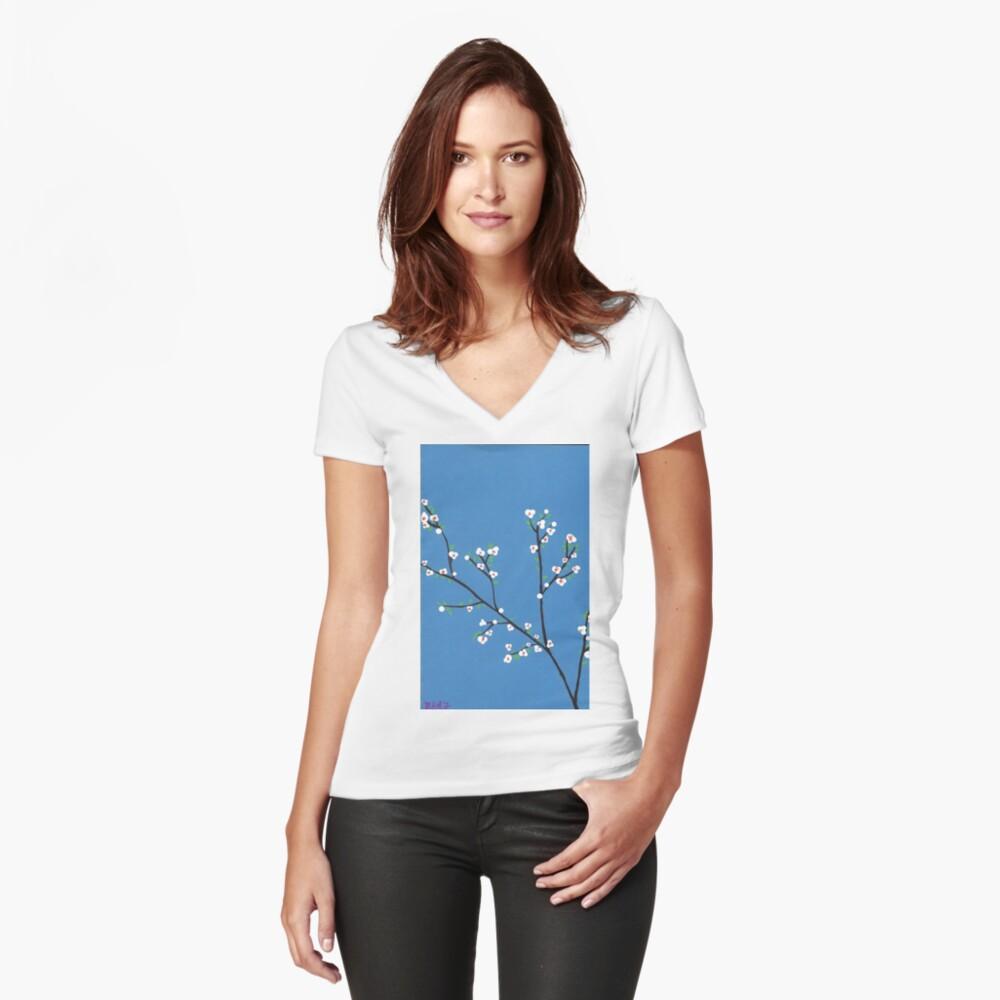 Blüten Tailliertes T-Shirt mit V-Ausschnitt