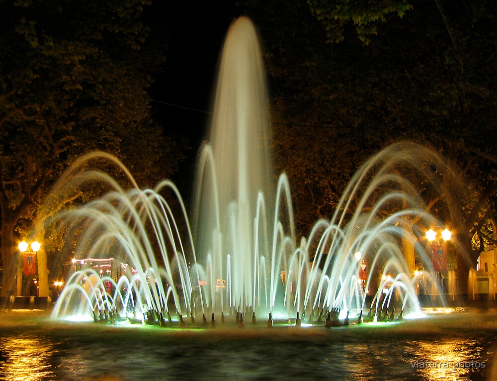 Fountain at night by viaterra-photos