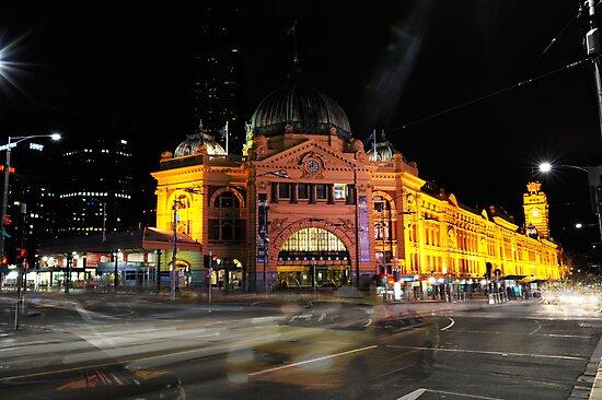 Melbourne - Flinders Street Station by Mark Elshout