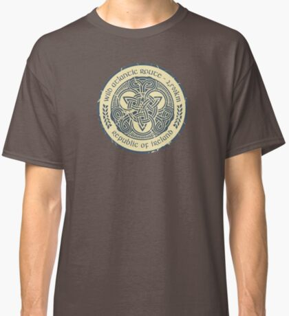 Wild Atlantic Route, Ireland - Celtic Triskele Knot -  Blue/Beige Classic T-Shirt