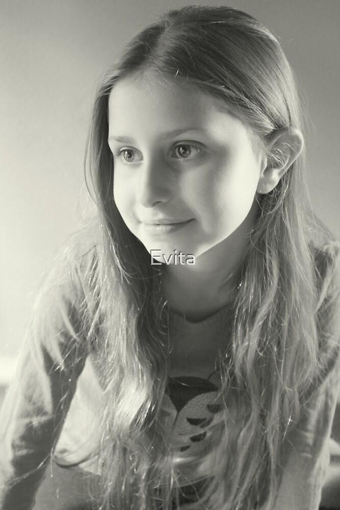 Olivias Portrait in Schwarzweiß von Evita
