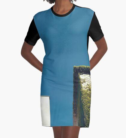 Weißes Quadrat, grünes Quadrat, blauer Himmel T-Shirt Kleid