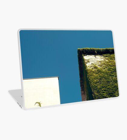 Weißes Quadrat, grünes Quadrat, blauer Himmel Laptop Folie