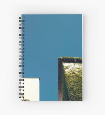 Weißes Quadrat, grünes Quadrat, blauer Himmel Spiralblock