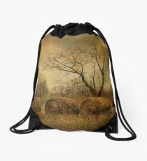 drapé dans les ors de l'automne... Drawstring Bag