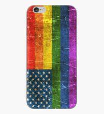 Vinilo o funda para iPhone Bandera americana del arco iris del orgullo gay envejecido y rayado de la vendimia