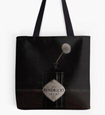 Hendricks Gin Flasche mit Löwenzahn Tote Bag