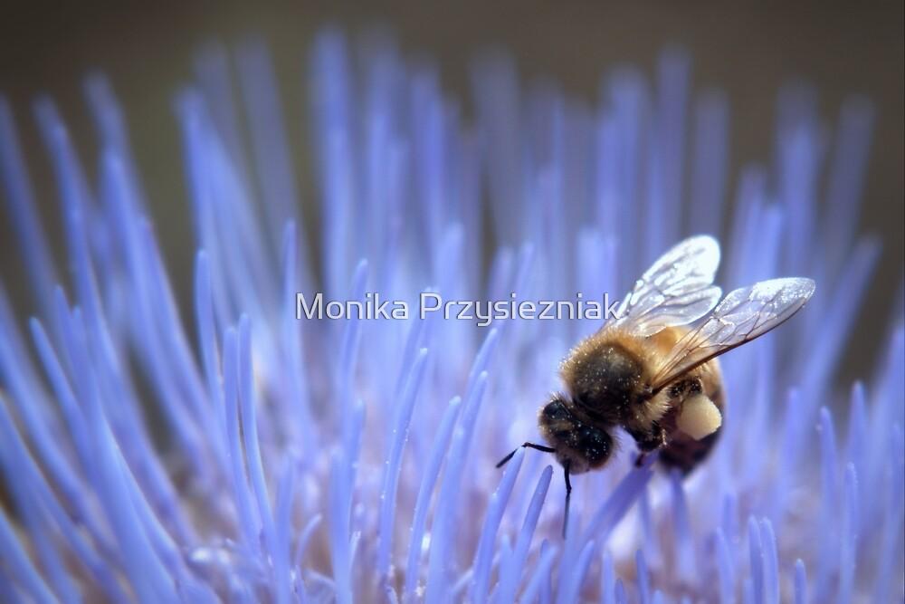 Happy Bee by CornyMistick