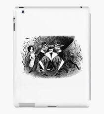 Tweedledum and eedeldeewT iPad Case/Skin