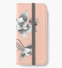 Vinilo o funda para iPhone abejas en aquilegia flores sobre fondo rosa polvoriento