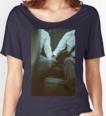 Schwulenhochzeits-Bräutigame halten Hände in analogem lgbt Heiratfoto des Autos c41 Filmfeinkunst Loose Fit T-Shirt