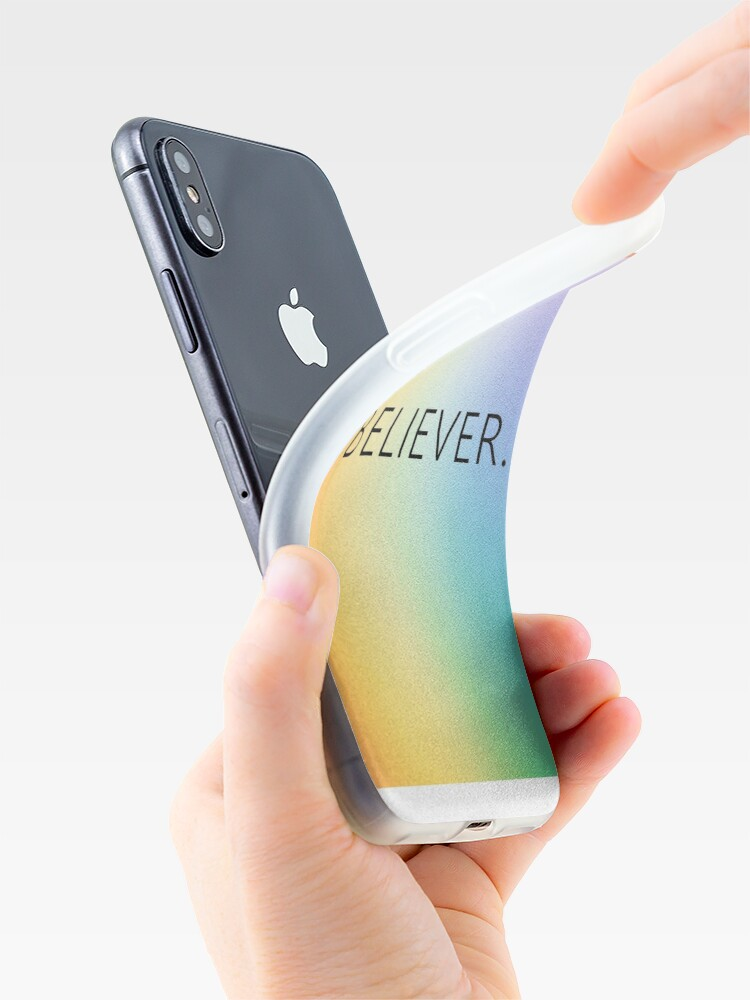 Vista alternativa de Funda y vinilo para iPhone Rainbow Believer - ¡Camisas, casos, libros y más!