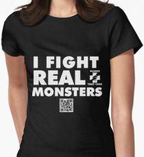 Ich kämpfe gegen echte Monster Tailliertes T-Shirt für Frauen