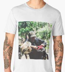 MAN + SQUIRREL IN WASHINGTON SQUARE PARK, NYC, 2018 Men's Premium T-Shirt