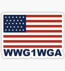Amerikanische Flagge mit WWG1WGA Sticker