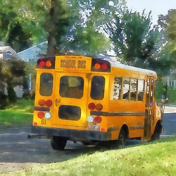 Parked School Bus by SudaP0408
