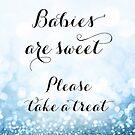 Babys sind süß bitte nehmen Sie ein Leckerbissen, Baby blau Glitzer Bokeh von blursbyai