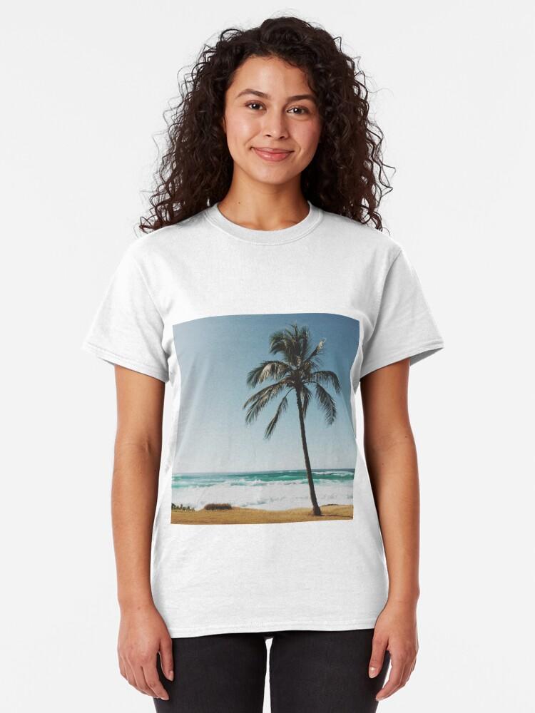 Alternative Ansicht von Palme am Strand Classic T-Shirt