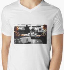 Hitze: Die Coffee Shop Szene T-Shirt mit V-Ausschnitt