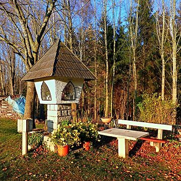Wayside shrine and a bench | architectural photography by patrickjobst