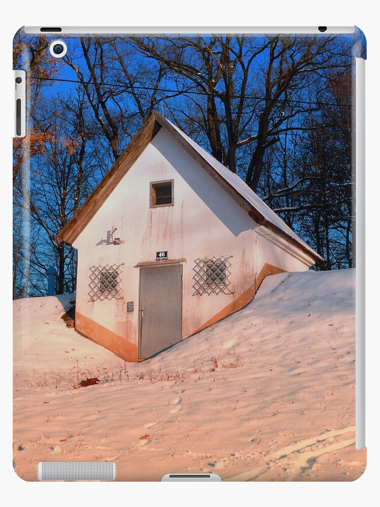 Small cottage in winter wonderland | architectural photography by Patrick Jobst