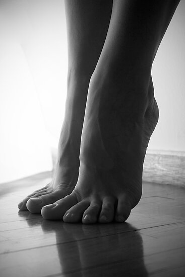 Sculpture of feet by ambageo