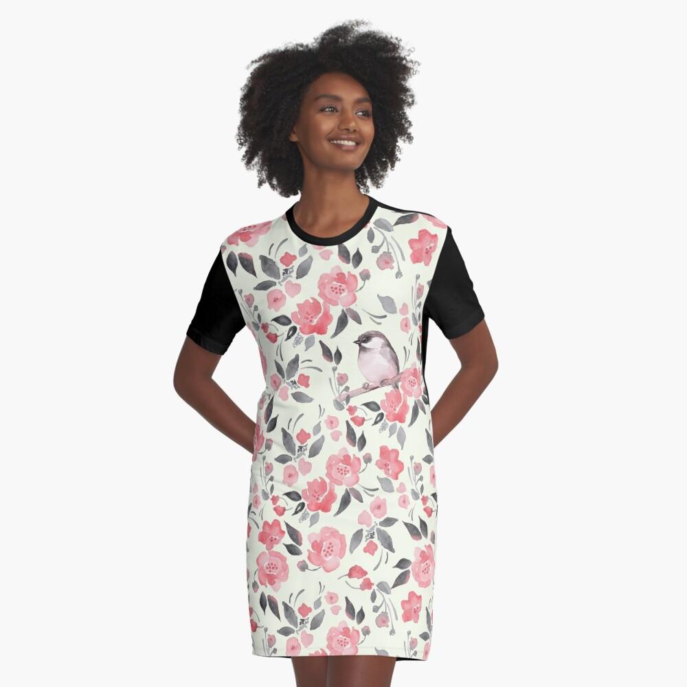 Aquarellblumenhintergrund mit nettem Vogel / 2 T-Shirt Kleid