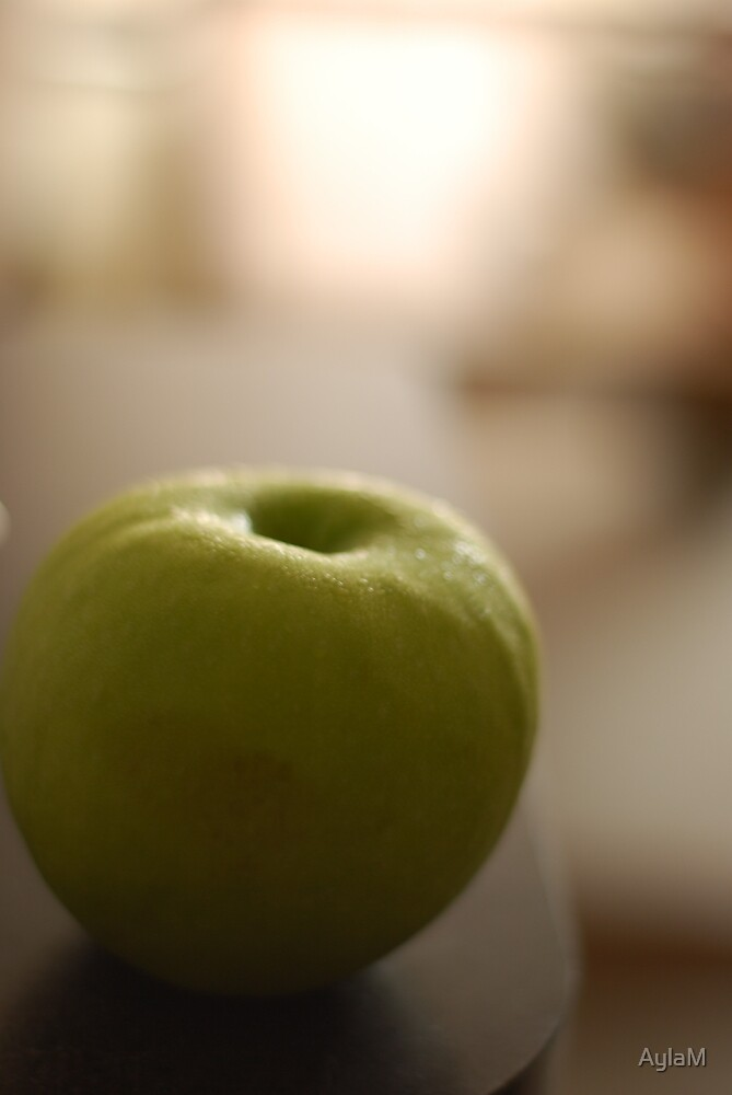 Apple by AylaM