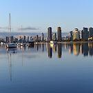 Sonnenaufgang am Southport Broadwater, Gold Coast, Queensland, Australien. von Ralph de Zilva