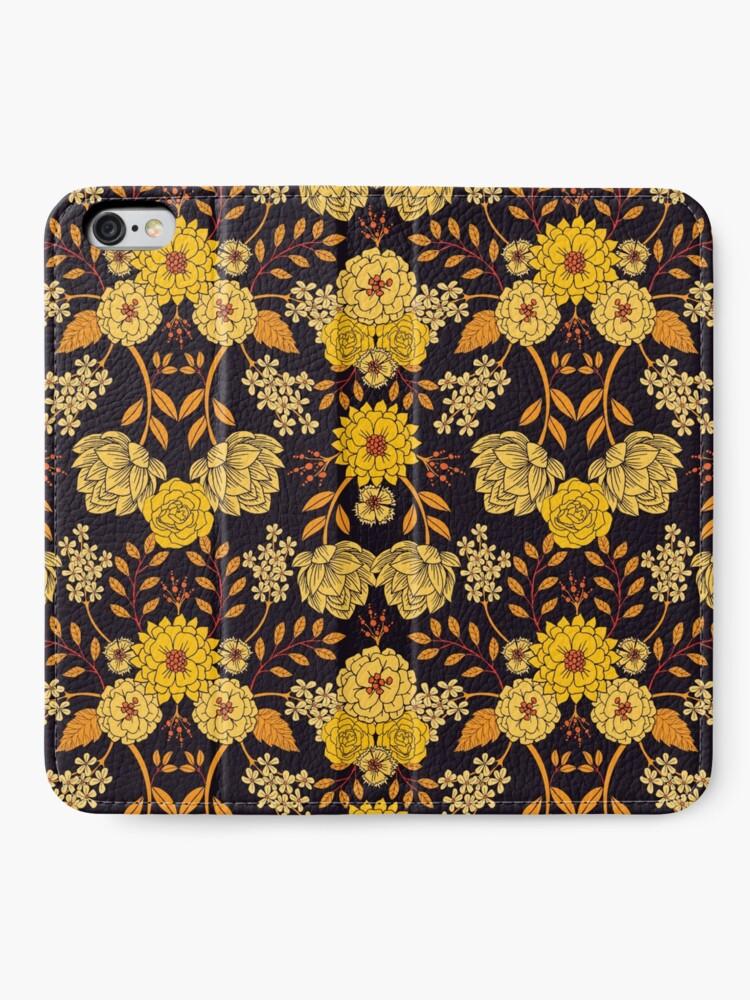 Alternative Ansicht von Gelb, Orange und Marineblau dunkles Blumenmuster iPhone Flip-Case