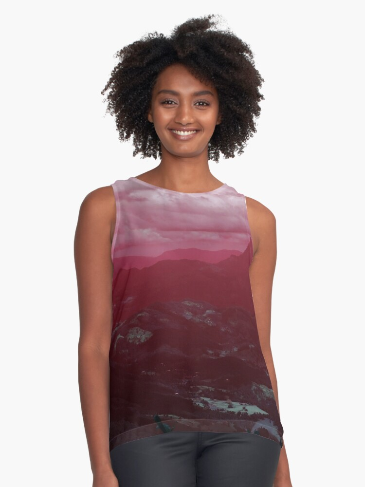 Mount Warning in Red Contrast Tank Front