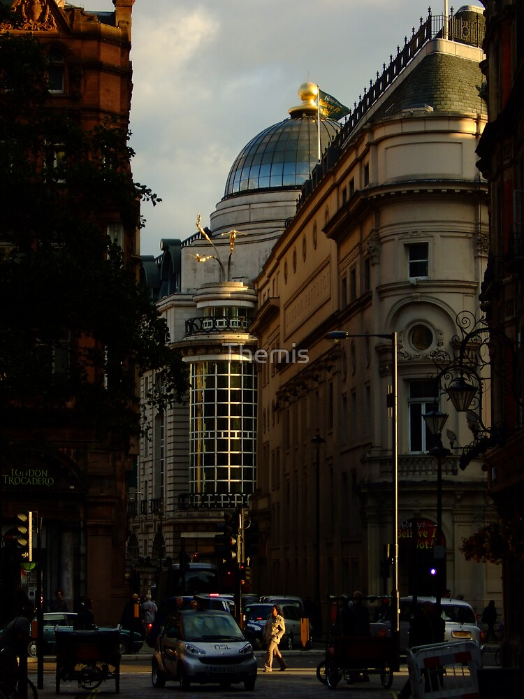 Shortcut in Piccadilly Circus by Themis
