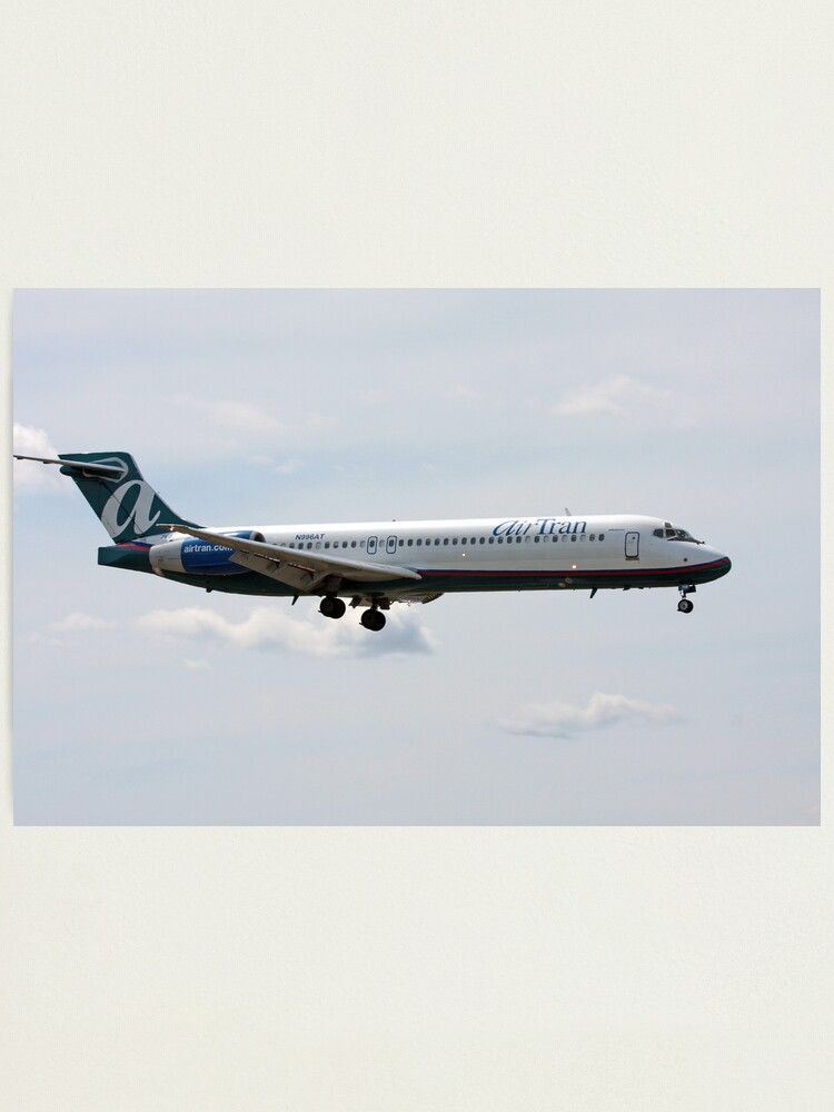 Alternate view of Boeing 717-200 Photographic Print