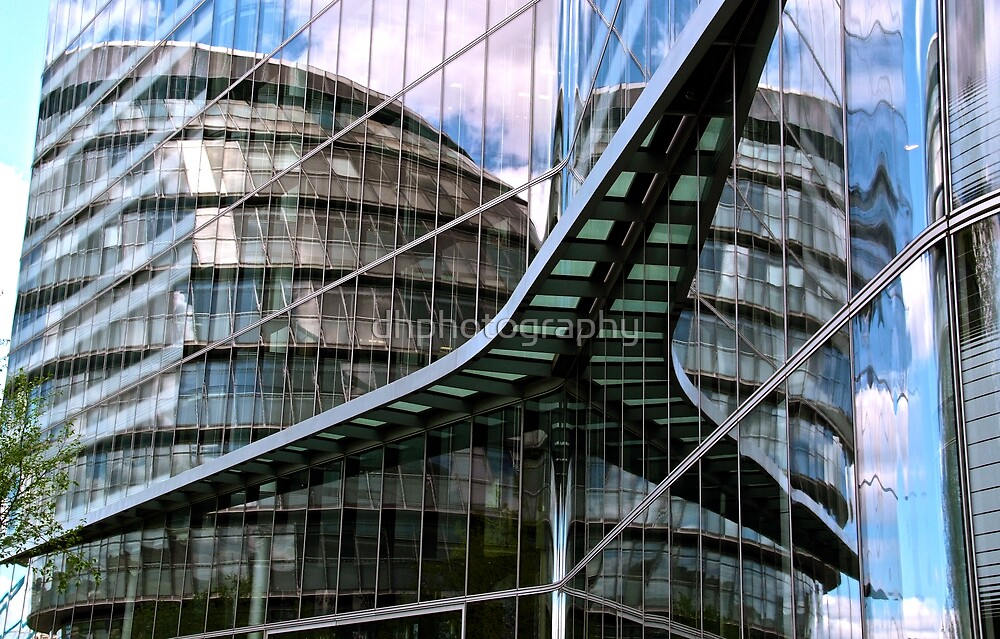 Reflection of City Hall, London by dhphotography