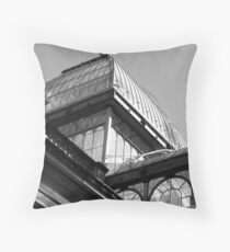 Palacio de cristal Throw Pillow