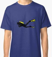 Sport Stilisiert - Taucher mit Taucherflasche und Flossen Classic T-Shirt