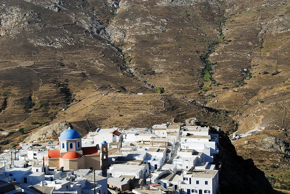 Chora, the main town of Serifos by Euphemia