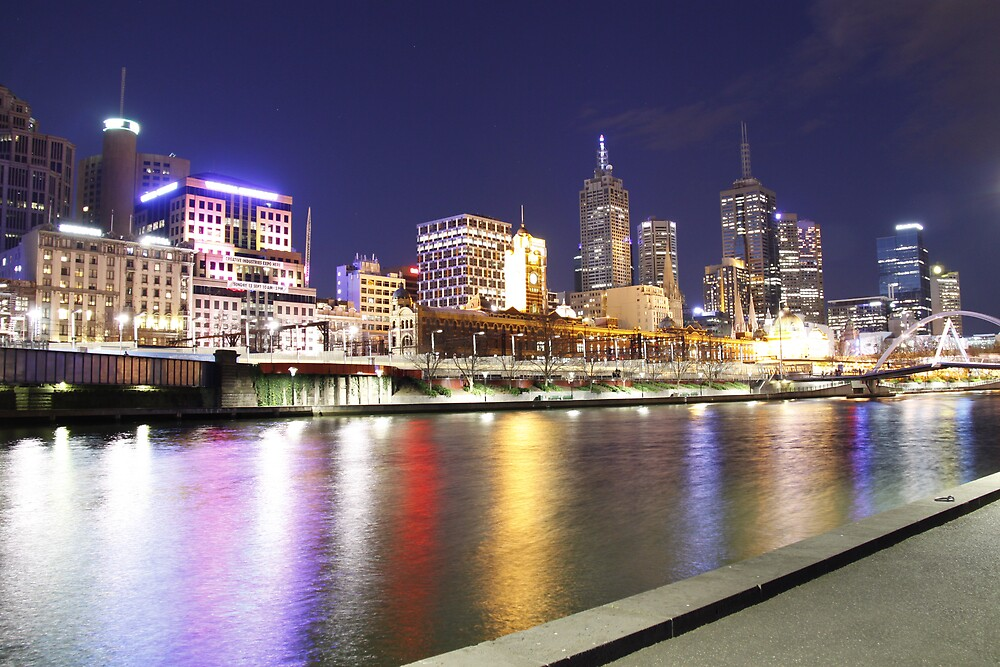Melbourne at night by lizzieb