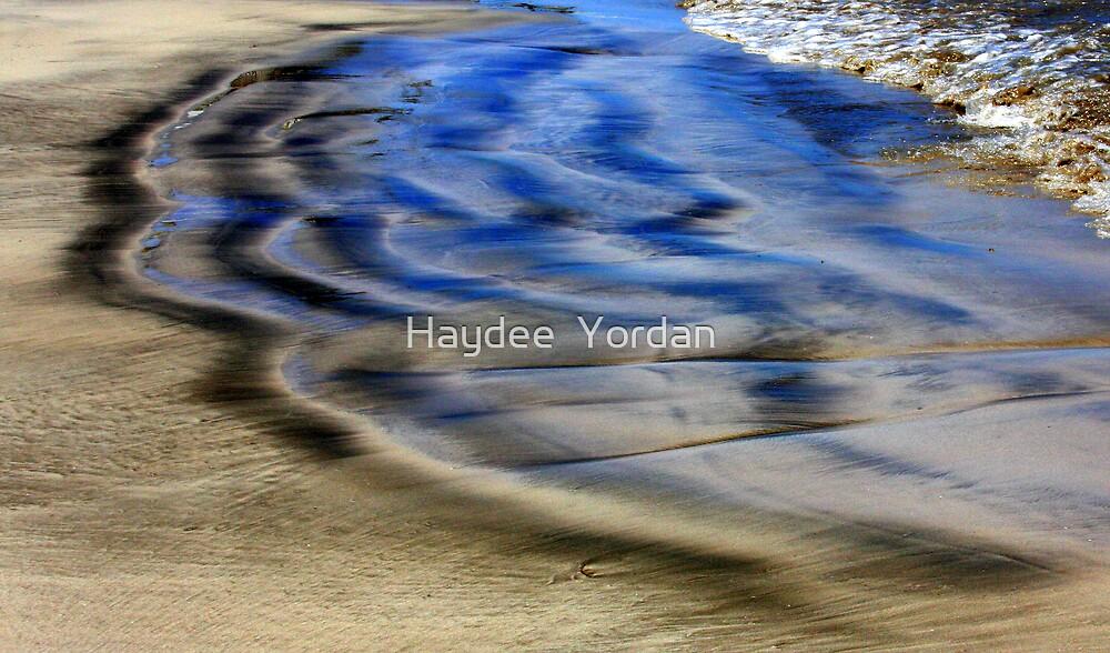 Happening in the Seashore... by Haydee  Yordan