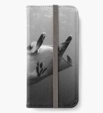Manta Pose B&W iPhone Wallet/Case/Skin